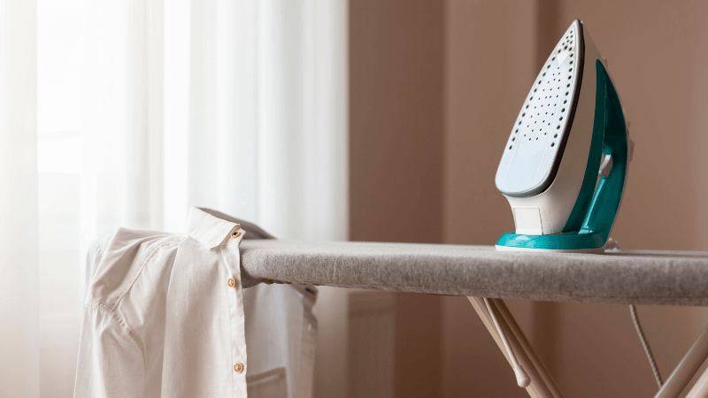 How to close an ironing board